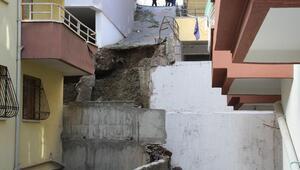 Binalar boşaltıldı istinat duvarı çöktü