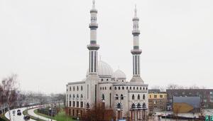 Hollandada Müslüman siyasetçilerden tüm camilerin korunması talebi