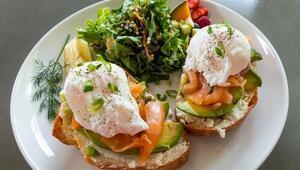 Kahvaltıların En Romantiği: Avokado ve Somonlu Poşe Yumurta