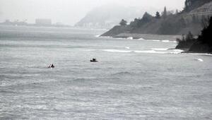 Karadenizde balıkçı teknesi battı: 1 ölü, 1 kayıp