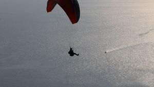 Paraşüt tutkunları Uçmakderede gökyüzüyle buluşuyor