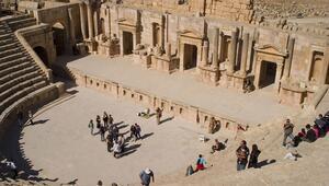 Yüzyıllarca çöl kumları altında kalan antik kent: Ceraş