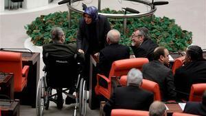 Deniz Baykal Mecliste yemin etti