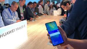 Büyük mü büyük ekranlı telefon: Huawei Mate 20 X