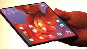 Huawei Mate X: Hem ekranı katlanıyor hem de...