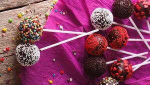 Çikolatalı Renkli Kek Topları