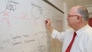 'Emekli' öğrenci, beşinci üniversite diplomasının peşinde