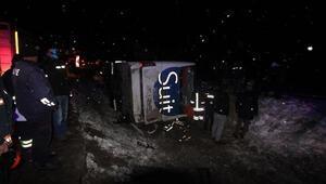 Bayburtta yolcu otobüsü devrildi: 2 ölü, 19 yaralı