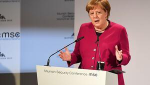 Merkel'le devam mı