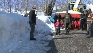 Muşta kardan kapanan köy ve mezra yolları açılıyor