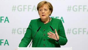 Merkel'e 'görevi devret' baskısı