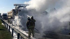 Son dakika... TEM otoyolunda kamyon yangını
