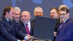Petroleum İstanbul 2019 Fuarı açıldı Bakan Dönmezden önemli Akdeniz mesajı