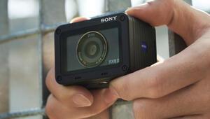 Sonyden hem küçük hem hafif fotoğraf makinesi: RX0 II