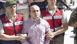 Telsizden katliam emri yağdıran pilot, mahkemede inkar etti