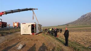 Son dakika: Denizlide yolcu otobüsü devrildi İki kişi öldü, çok sayıda yaralı var