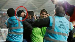 Sahaya giren Manchester City taraftarı utancından polisliği bıraktı