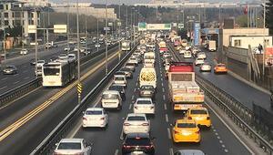 E-5te kapalı yollar nedeniyle trafik yoğunluğu oluştu