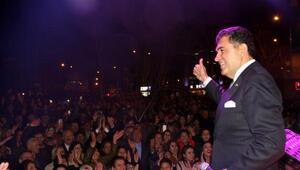Ardahanda sanatçı başkandan konserli kutlama