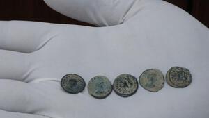 Diyarbakırda Roma dönemine ait 180 sikke ele geçirildi