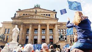 Avrupa'da ittifak savaşları kızıştı
