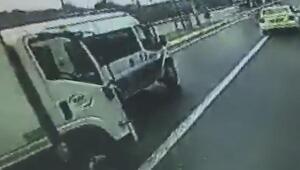 Polis minibüsüne kamyonet böyle çarptı
