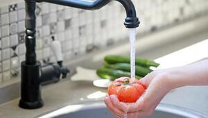 Uzmanı uyarıyor: Sebze ve meyveleri sirkeli değil sodalı suyla yıkayın