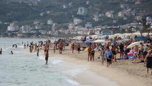 Yağışların ardından plajlar doldu taştı