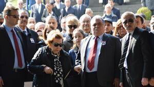 8. Cumhurbaşkanı Turgut Özal vefatının yıl dönümünde kabri başında anıldı