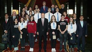 Cumhurbaşkanı Erdoğan öğrencileri kabul etti