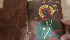 Adanada ceylan derisi üzerine altın işlemeli tarihi İncil ele geçirildi