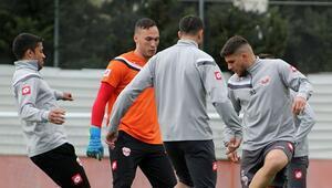 Adanaspor'da grip salgını 3 oyuncu...