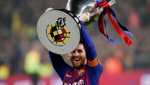 Barça şampiyon oldu, Messi tarihe geçti