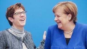 Merkel'den, 'Veda edecek' dedikodularına yanıt