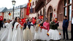 Frankfurt'ta vals eşliğinde 23 Nisan kutlaması