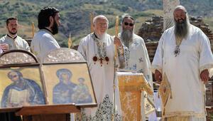 Patrik Bartholomeos İzmirde ayin yönetti