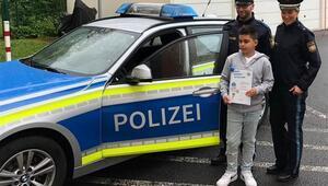 Alman polisinden Kenan'a Süper Kahramanlık sertifikası