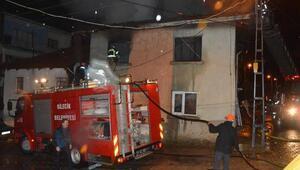 Bilecikte 2 katlı ahşap ev yandı: 2 yaralı