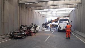 İzmirde, kirişi yıkılan alt geçit trafiğe kapatıldı