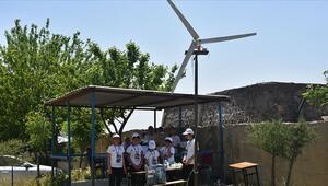 Elektrik kesintisine karşı rüzgar türbininden elektrik ürettiler