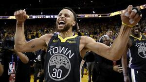Yine Curry, yine Curry Warriors 2-0 öne geçti...