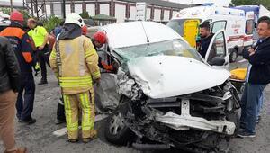 Çatalcada çekiciyle araç çarpıştı: 1i ağır 2 yaralı