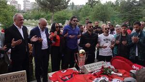 Gençlerbirliği kupayı İlhan Cavcavın kabrine götürdü