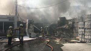 Sarıyerde inşaat malzemesi bulunan depoda yangın
