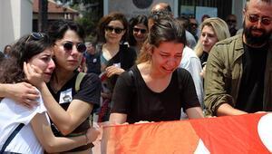 Antalyada öldürülen arkeolog için müze önünde tören