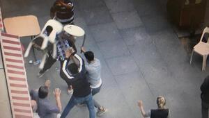 Sokak ortasında sandalyeler ile kavga ettiler
