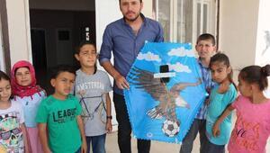 Öğrencileri isteyince öğretmenleri uçurtmadan drone yaptı