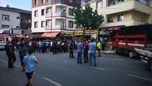 Sultanbeylide kamyonet dehşeti kamerada:  3 ağır yaralı