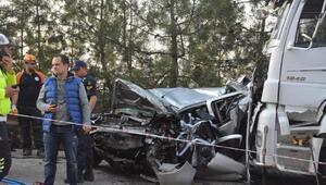 TIRı sollayan otomobil, karşı yönden gelen TIR ile çarpıştı: 1 ölü