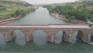 Dicle Nehri, son 30 yılın en berrak görünümüne kavuştu